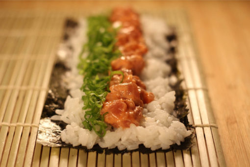 Sushi Tokyo Style - Spicy Salmon Roll - ConFusion